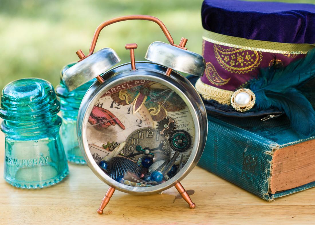 Tim Holtz clock kit assembly